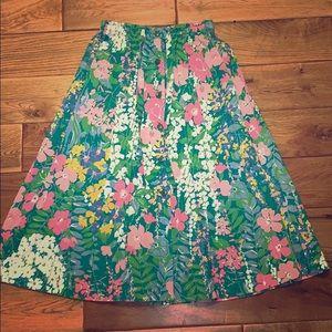 Beautiful floral vintage button down A-line skirt.